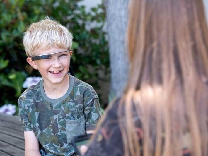 В Стэнфорде лечат аутизм при помощи дополненной реальности