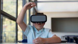 Российским школам рекомендуют обзавестись VR-шлемами